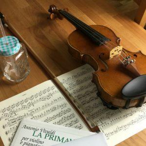 Geige mit Noten, Musikstück-Auswahl