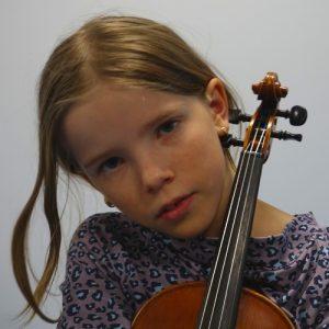 Ist mein Kind talentiert? Mädchen mit Violine